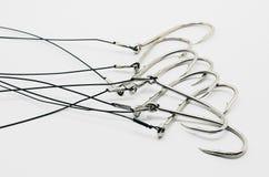 Fatura pronta da relação do gancho de pesca, amarrado no cabo de aço Imagem de Stock Royalty Free