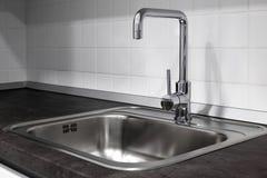 Faucet и раковина в кухне Стоковая Фотография RF