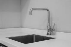 Faucet и раковина в кухне Стоковое Изображение RF