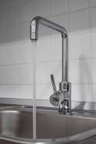 Faucet и раковина в кухне Стоковые Фотографии RF