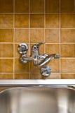 Faucet и раковина кухни нержавеющей стали Стоковые Изображения