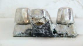 faucet пропускающий влагу сток-видео