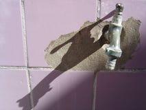 faucet старый стоковые фотографии rf