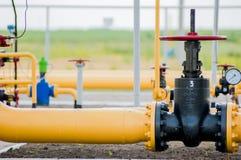 Faucet с стальной трубой в заводе по обработке природного газа Стоковые Изображения