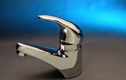 Faucet e torneira de aço azuis Fotografia de Stock