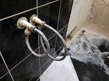 Faucet i elastyczny związek dla dostawa wody - woda kranowa obrazy stock