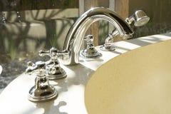 Faucet i prysznic głowa kąpielowa balia Zdjęcia Royalty Free