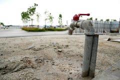 Faucet Na suchej ziemi Obraz Stock