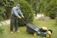Fauchage de pelouse Photographie stock libre de droits