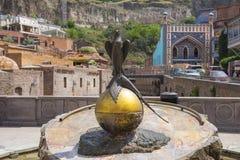 Faucon de monument avec le faisan, vieux Tbilisi, la Géorgie Photo libre de droits