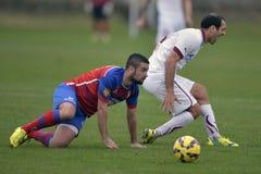 Faul podczas piłki nożnej lub futbolowego dopasowania fotografia stock