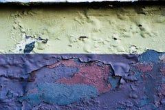 Faule Betonmauer mit geblasener Farbe Lizenzfreie Stockfotos