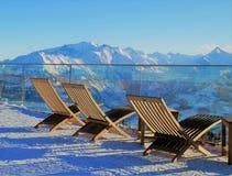 Faulenzen in den Alpen Stockbild