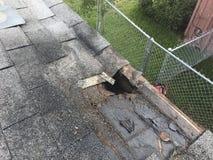Faules Dach mit schädigenden Dachsparren Stockbild