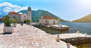 Faune sur des pierres d'île Gospa OD Skrpjela Perast Boka Kotorska Monténégro d'église orthodoxe Photo stock