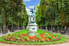 Fauno da dança. Luxemburgo jardina (Jardin du Luxemburgo) em Paris, foto de stock royalty free