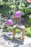 Fausse décoration rose de mariage de flamant avec des fleurs d'anthure et Photographie stock libre de droits
