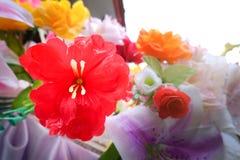 Fausse fleur et fond floral fleurs roses faites en tissu Le tissu fleurit le bouquet Photographie stock