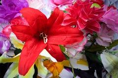 Fausse fleur et fond floral fleurs roses faites en tissu Le tissu fleurit le bouquet Photo stock