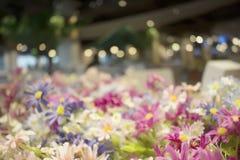 Fausses fleurs abstraites avec le fond de bokeh sur la texture abstraite Photos stock