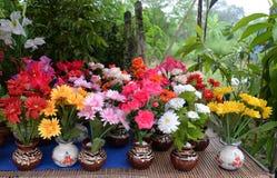 Fausses fleurs colorées Photos stock