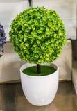 Fausses fleurs pour des buts décoratifs Photographie stock
