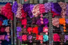 Fausses fleurs pour des buts décoratifs Images libres de droits