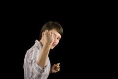 Faust einer jungen Frau auf schwarzem Hintergrund Lizenzfreies Stockbild