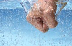 Faust im Wasser Lizenzfreies Stockbild