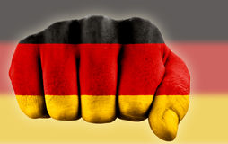 Faust mit deutscher Markierungsfahne Stockfotos