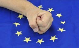 Fausthand und europäische Flagge am 11. September 2016 Stockbild