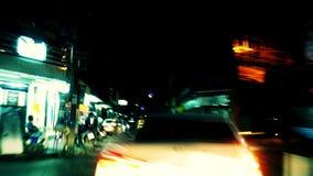 Faute de nuit du trafic de lumière de conduite de vitesse clips vidéos