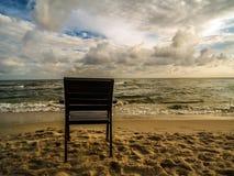 Fauteuil en bois à la plage Photos libres de droits