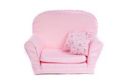 Fauteuil rose confortable avec deux oreillers là-dessus Images libres de droits