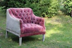 Fauteuil rose dans le style de Chesterfield Image libre de droits
