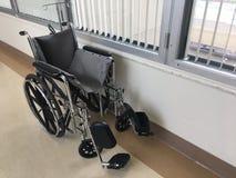 Fauteuil roulant dans l'hôpital Images libres de droits