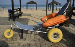 Fauteuil roulant pour des handicapés Images libres de droits