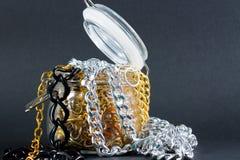 Faux bijoux et chaînes Photo stock