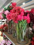 Faux tulipany dla sprzedaży zdjęcie stock