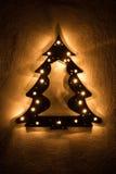 Faux verlichte Kerstboom met sterren Stock Afbeelding