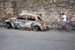 Favela有被破坏的汽车的里约热内卢巴西 库存图片