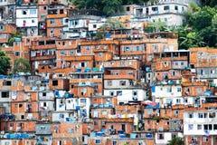 Favela, бразильская трущоба в Рио-де-Жанейро Стоковая Фотография RF