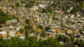 Favela i Rio de Janeiro, Brasilien arkivfoto