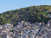 Favela i Rio de Janeiro, Brasilien arkivbild