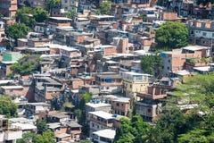 Favela nära Copacabana i Rio de Janeiro Arkivfoto