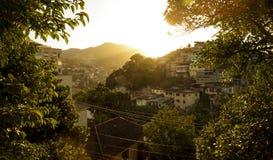 Favela przy zmierzchem w Rio De Janeiro, Brazylia Fotografia Stock