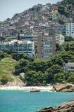 Favella fuera de Rio de Janieo, el Brasil Imágenes de archivo libres de regalías