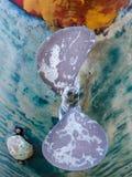 FAVERSHAM, KENT/UK - 29-ое марта: Абстрактное шелушение зашкурило paintwor Стоковая Фотография