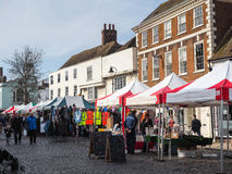 FAVERSHAM, KENT/UK - 29 MARS : Vue de marché en plein air dans Faversh Images stock