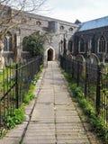 FAVERSHAM, KENT/UK - 29 MARS : Vue de St Mary de la charité Churc Images stock